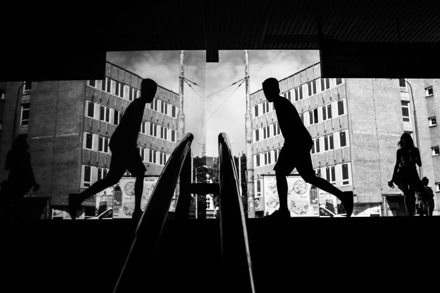 1 Boy-runs-Lublin-Fugifulm-Mono-1-365-small