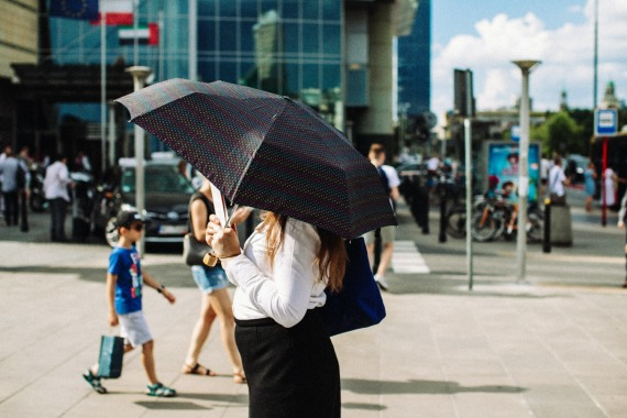 lady-with-umbrella-small