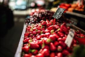 strawberries market