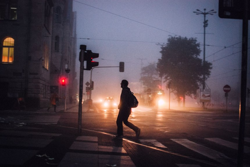 man-in-fog-movemnet-mornign-sw-marcin-small