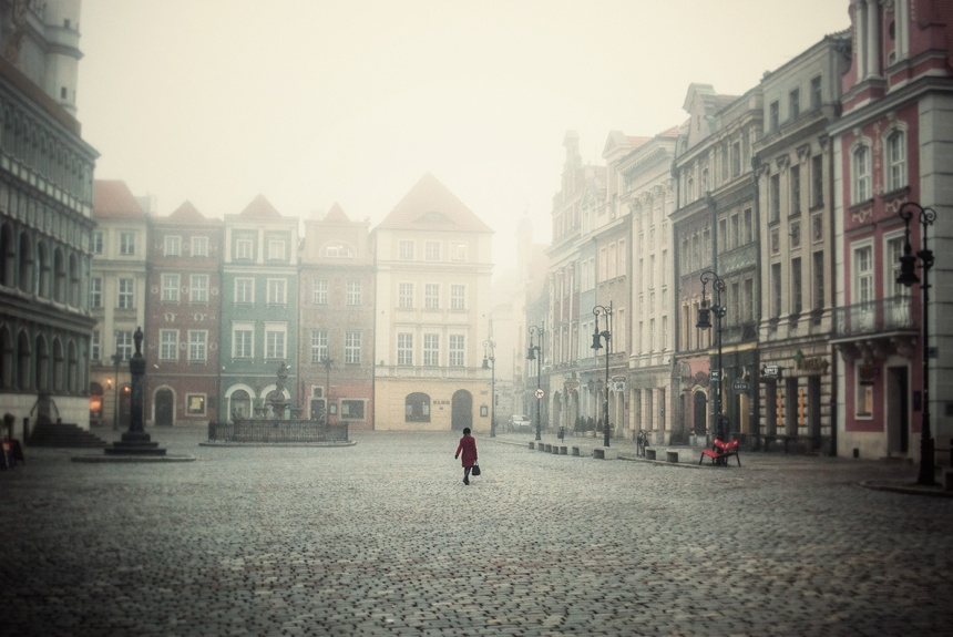 rynek super foggy morning red jacket lady crossing small