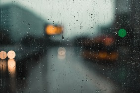 rainy-days-waiitng-for-the-tram-small